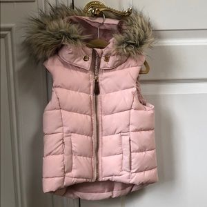 H & M girls hooded puffer vest size 2-4
